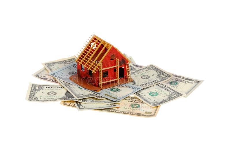 Huis in aanbouw op bankbiljetten royalty-vrije stock afbeeldingen