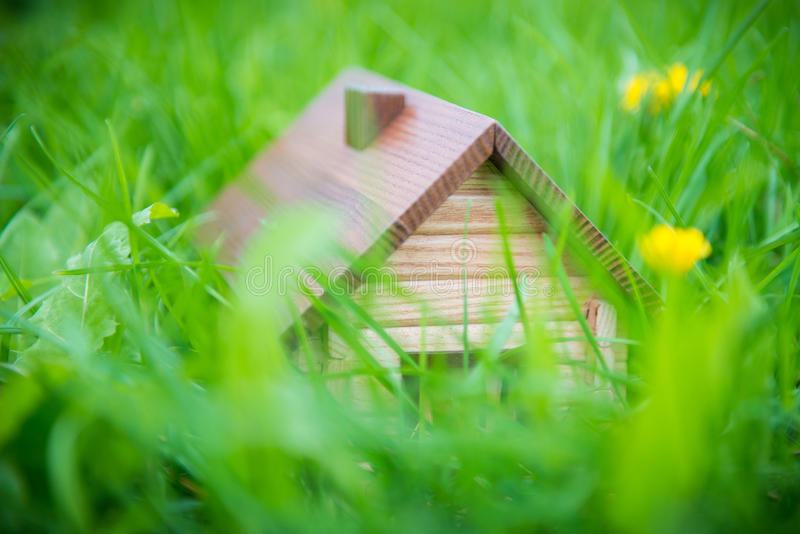 Huis in aard stock fotografie