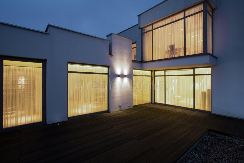 Huis bij Nacht stock afbeeldingen