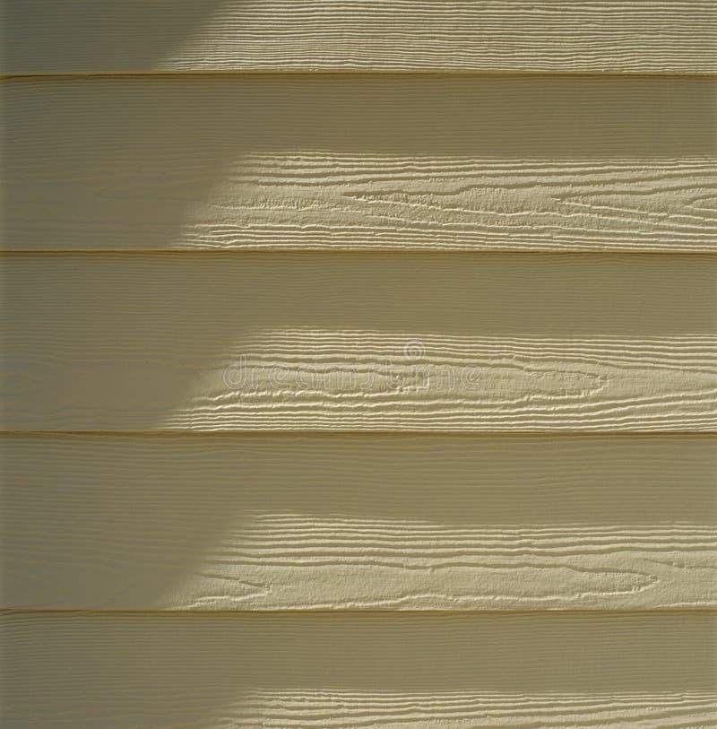 Huis buiten met het geschilderde dakspaan houten opruimen royalty-vrije stock fotografie