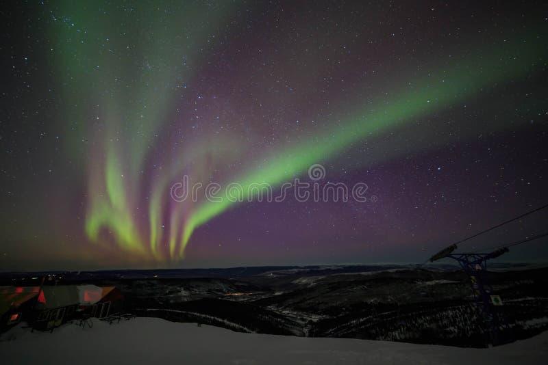 Huis, cabine, Dageraad, nacht in Alaska, fairbanks stock foto's