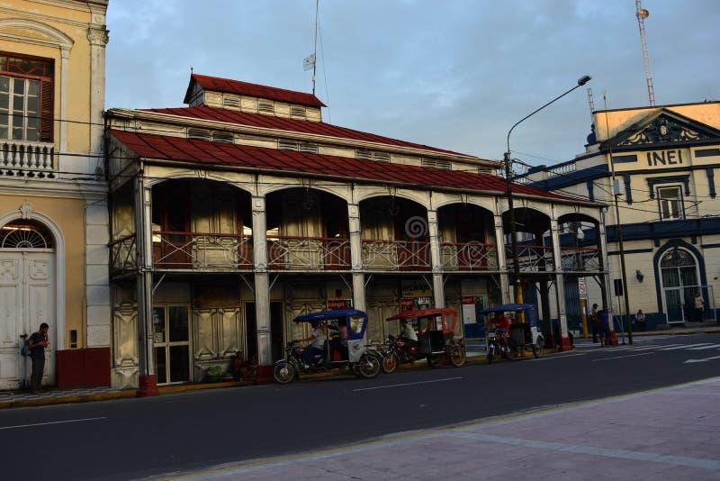 Huis dat van metaal in Iquitos, Peru wordt gemaakt royalty-vrije stock afbeelding