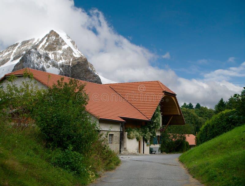 Huis in de bergen stock foto