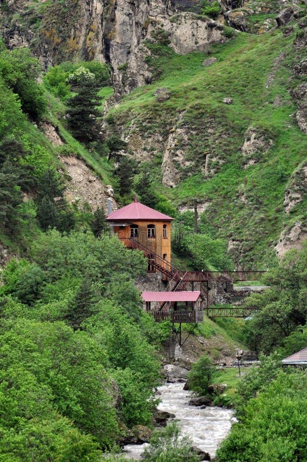 Huis in de bergen royalty-vrije stock fotografie