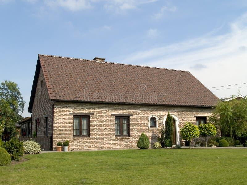 Huis in de voorsteden. royalty-vrije stock afbeelding