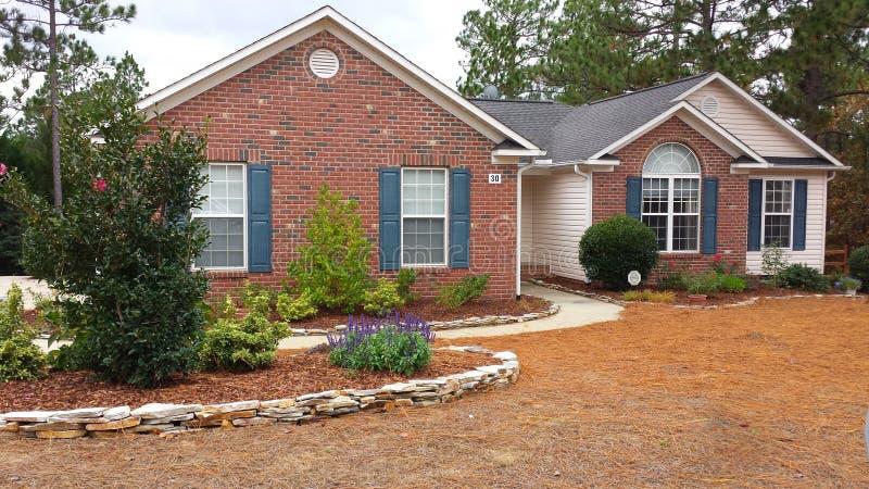 Huis in de voorsteden Pinehurst Noord-Carolina stock afbeeldingen
