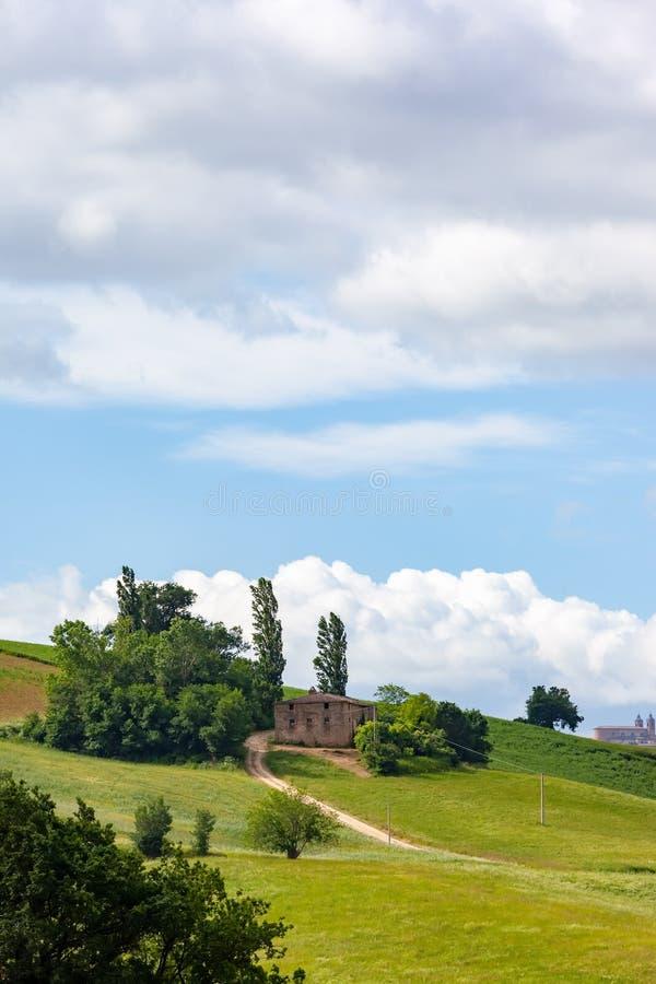 huis dichtbij Camerino in Italië Marche stock fotografie