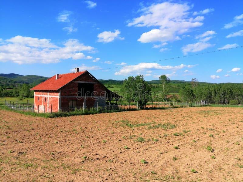 Huis in dorp royalty-vrije stock afbeeldingen