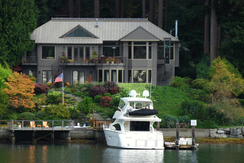 Huis en Boot royalty-vrije stock fotografie