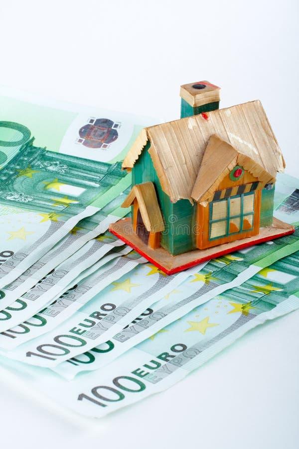 Huis en euro rekeningen stock foto
