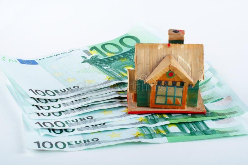 Huis en euro rekeningen royalty-vrije stock foto
