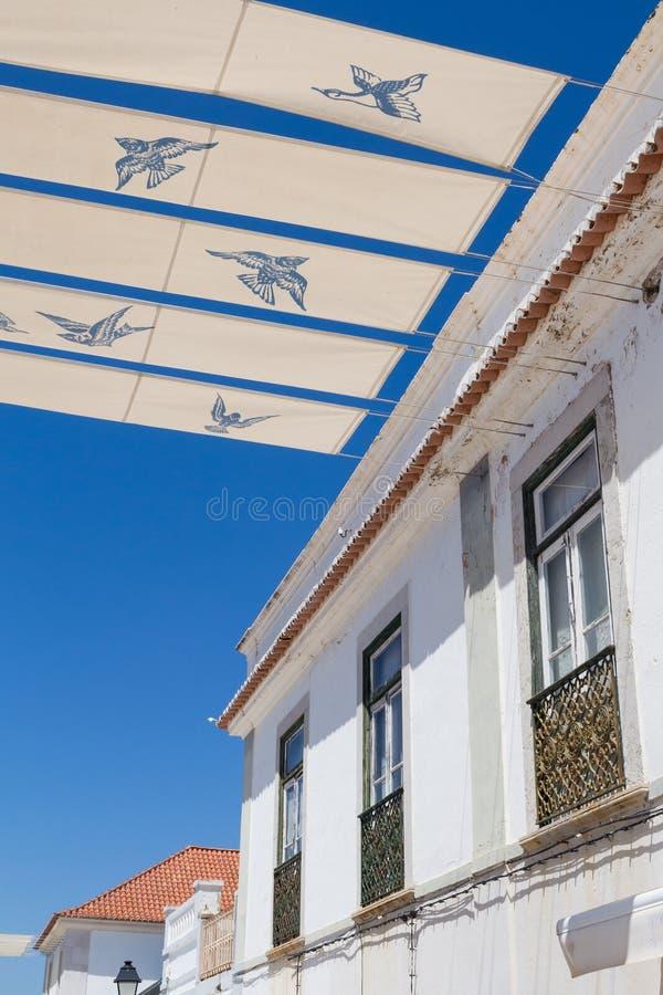 Huis en straatschaduwen, Portugal stock fotografie