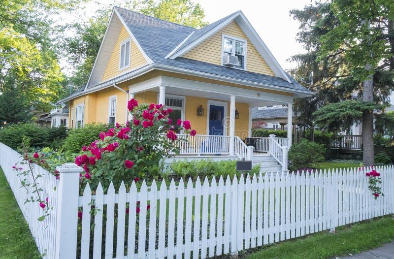 Huis en Tuin #2 stock afbeeldingen