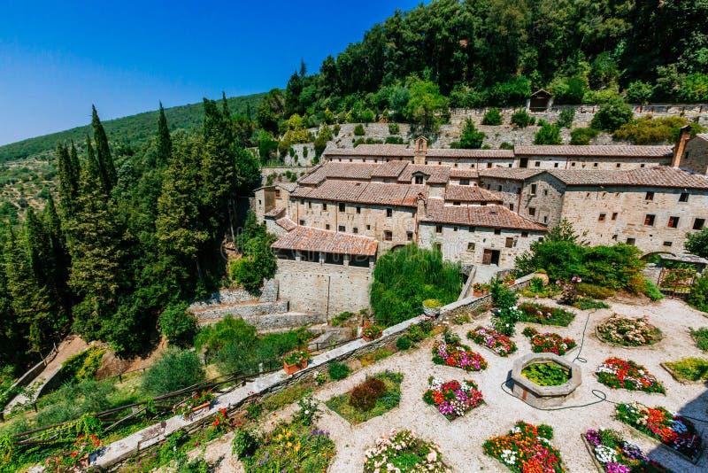 Huis en tuin dichtbij Cortona, Italië royalty-vrije stock afbeeldingen