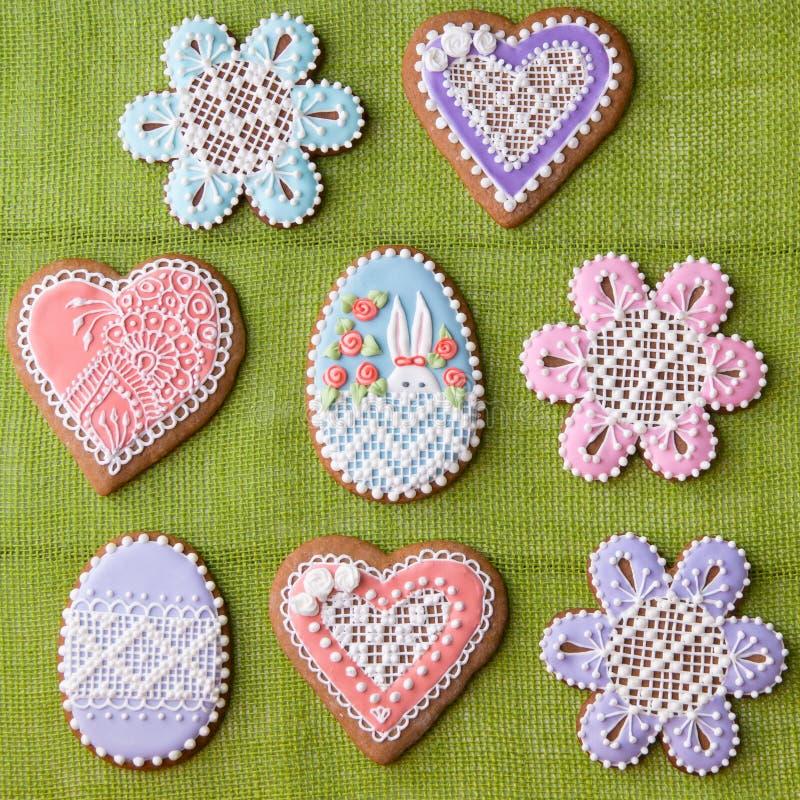 Huis-gebakken en verfraaide Pasen-koekjes royalty-vrije stock afbeelding