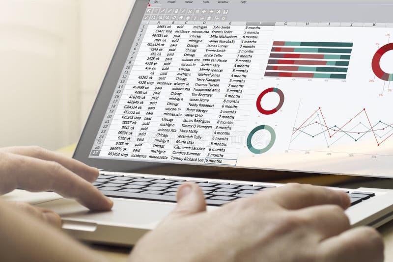 Huis gegevensverwerkingsspreadsheet stock afbeeldingen