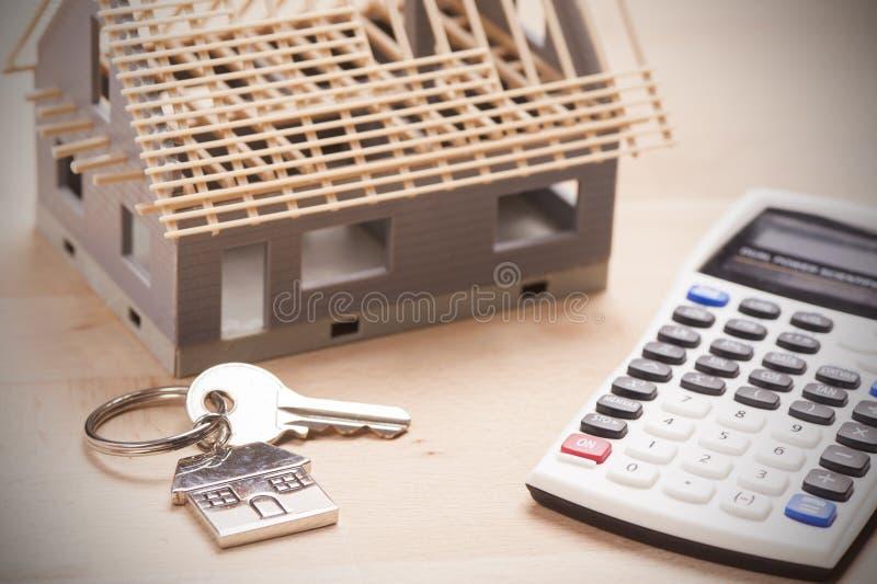 Huis gevormde sleutelring stock fotografie