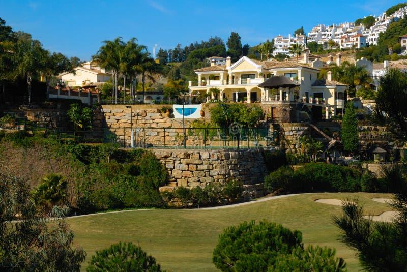 Huis in golfcursus royalty-vrije stock fotografie