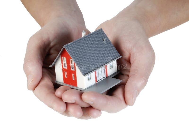 Huis in handen stock afbeeldingen