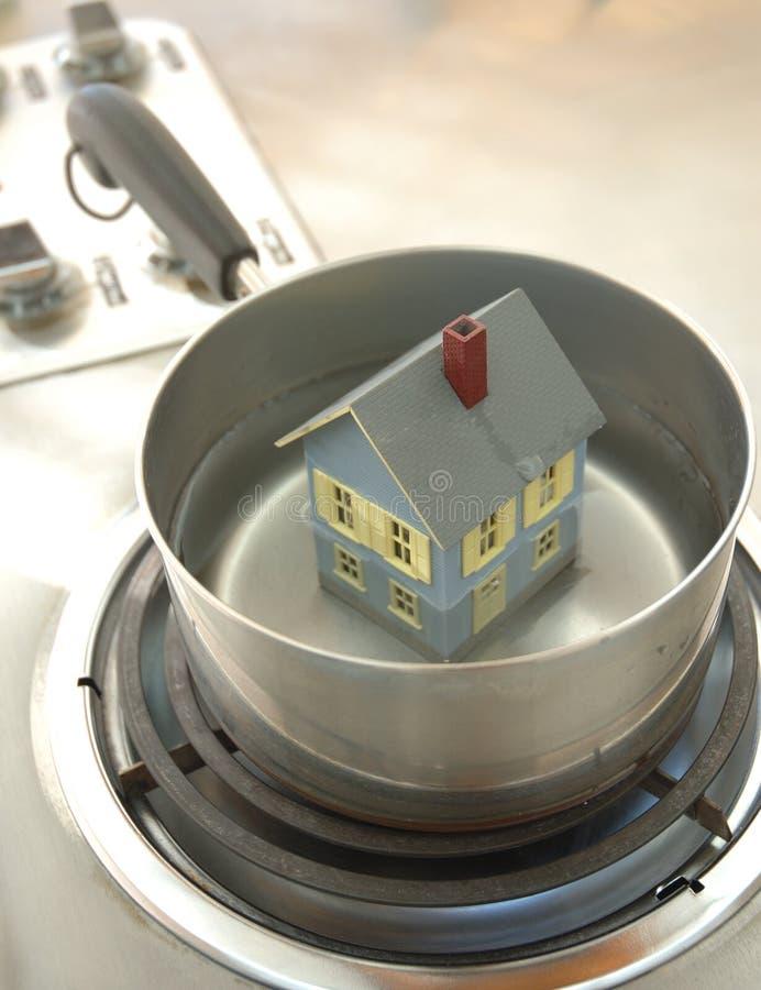 Huis in heet water stock afbeelding