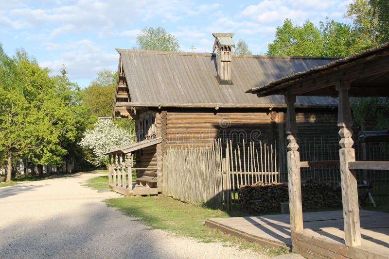 Huis in het dorp van Velikiy Novgorod royalty-vrije stock fotografie
