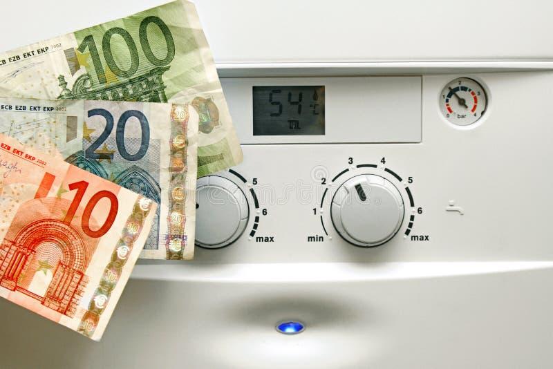 Huis het verwarmen boiler en euro geld stock afbeeldingen