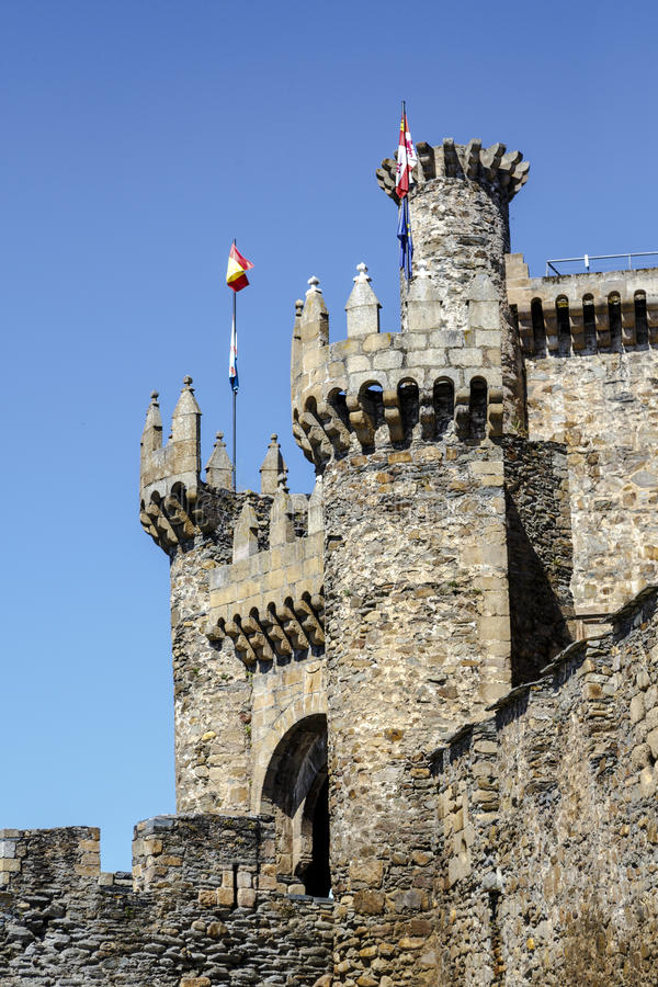 Huis of hoofdingang van Templar-kasteel in Ponferrada, Spanje stock foto