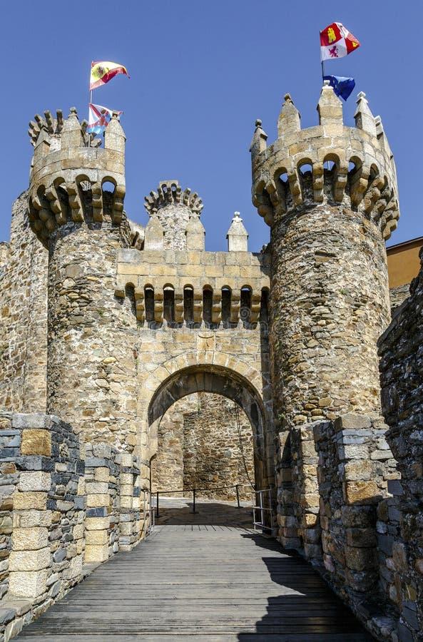 Huis of hoofdingang van Templar-kasteel in Ponferrada, Spanje stock fotografie