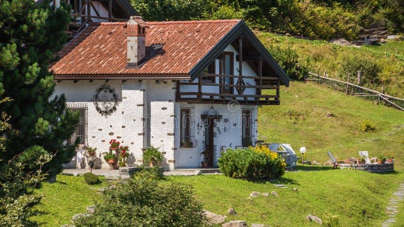 huis in hooggebergtealpen Italië royalty-vrije stock foto's