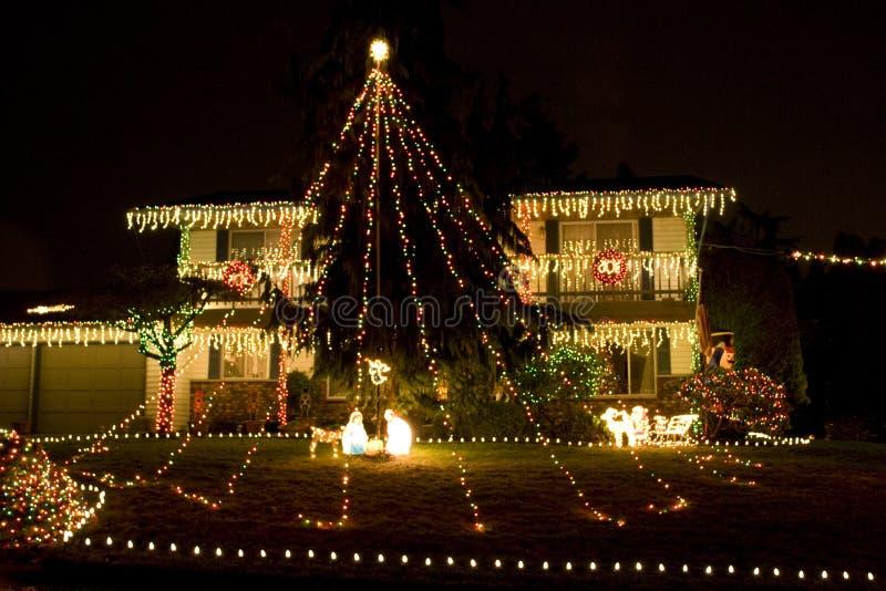 Huis met de lichten van Kerstmis royalty-vrije stock foto