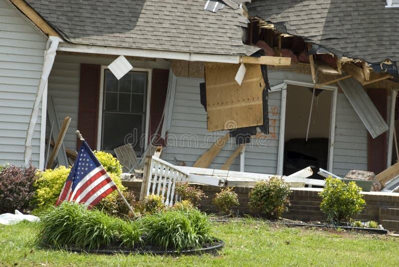 Huis met de Schade van de Tornado stock afbeelding