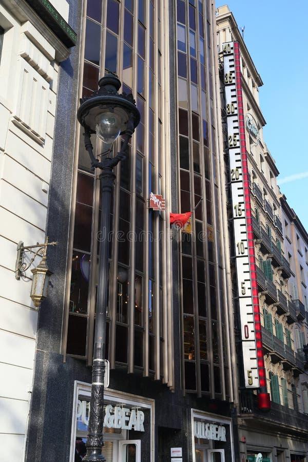 Huis met een thermometer in Barcelona stock afbeeldingen