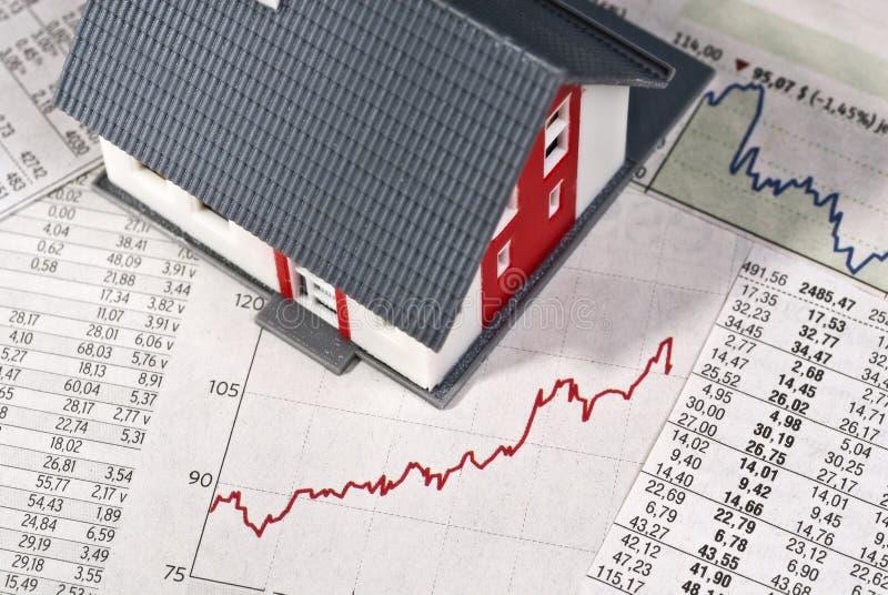 Huis met lijsten en grafiek stock afbeeldingen