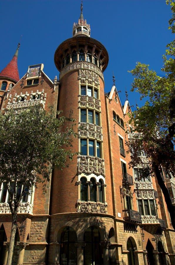 Huis met spitsen in de stad van Barcelona royalty-vrije stock foto's