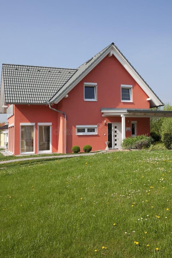 Huis met tuin royalty-vrije stock foto's