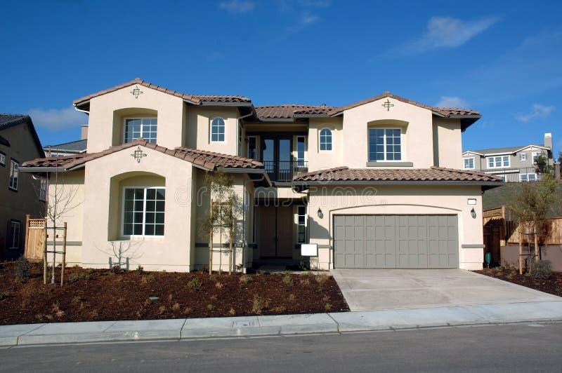 Huis in nieuwe ontwikkeling stock foto's