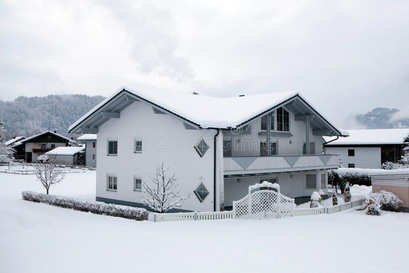 Huis onder de Alpen royalty-vrije stock foto's