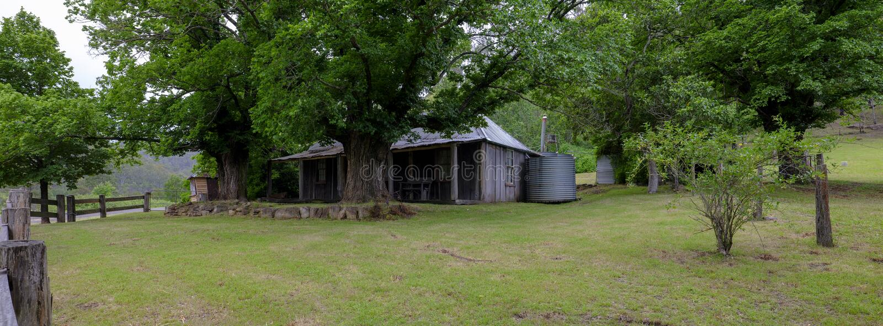 Huis op de Convict Sleep of Grote Noordelijke Weg tussen Bucketty en St Albans, NSW, Australi? stock afbeelding