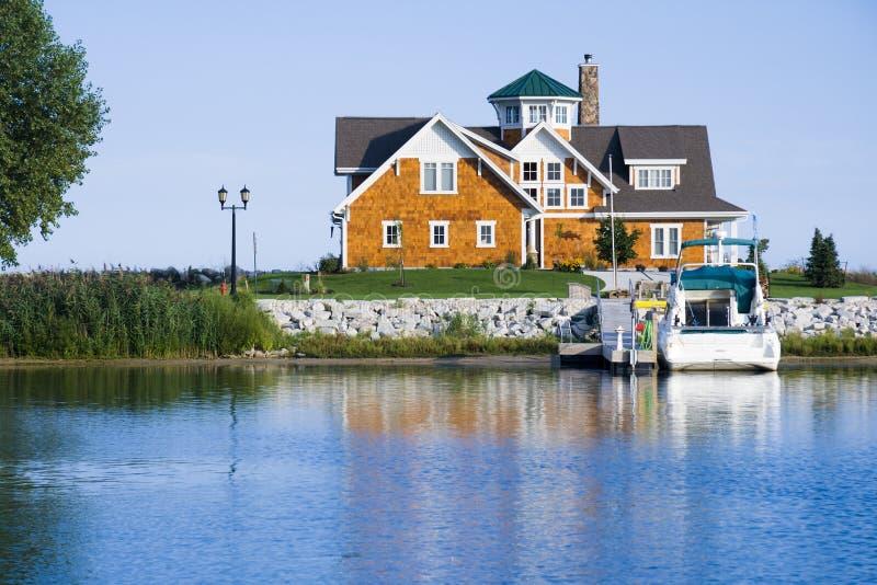 Huis op de haven stock foto's