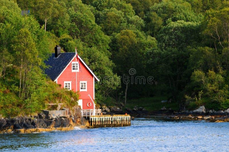 Huis op de rivier stock foto