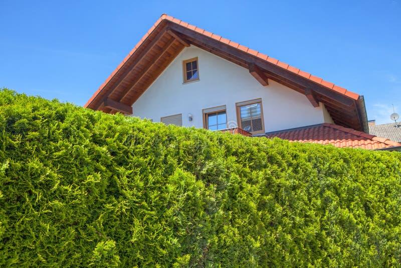 Huis op ecologisch gebied royalty-vrije stock foto