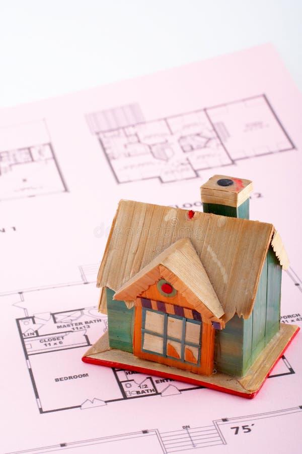 Huis op huisplan stock foto's