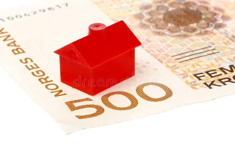 Huis op Noors bankbiljet stock fotografie