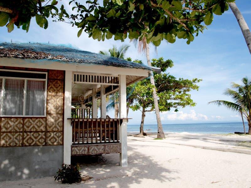 Huis op strand stock afbeelding