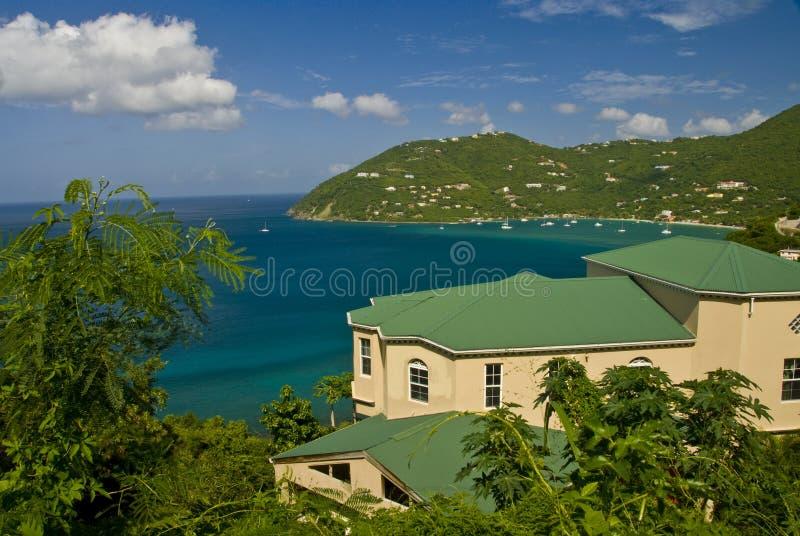 Huis op tropische baai royalty-vrije stock foto's