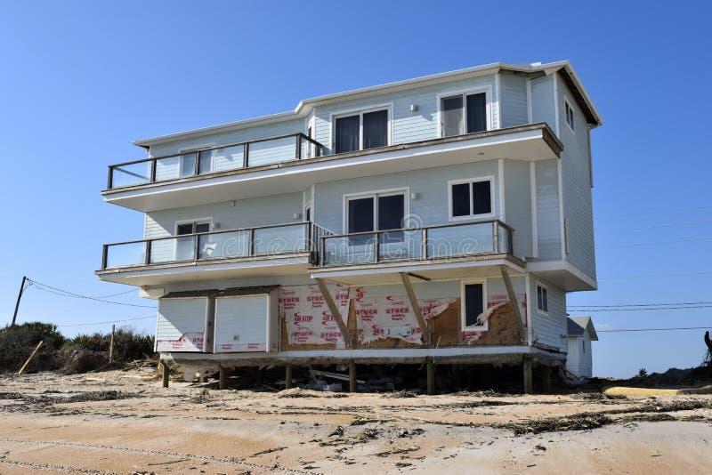 Huis in Orkaan Matthew, Vilano-Strand, Florida wordt beschadigd dat stock afbeeldingen
