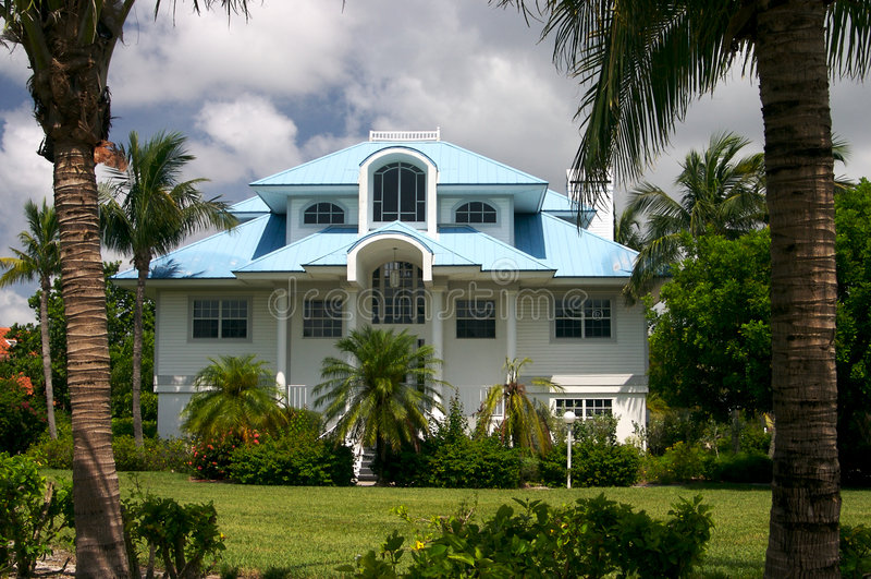 Huis In Tropisch Paradijs Stock Foto