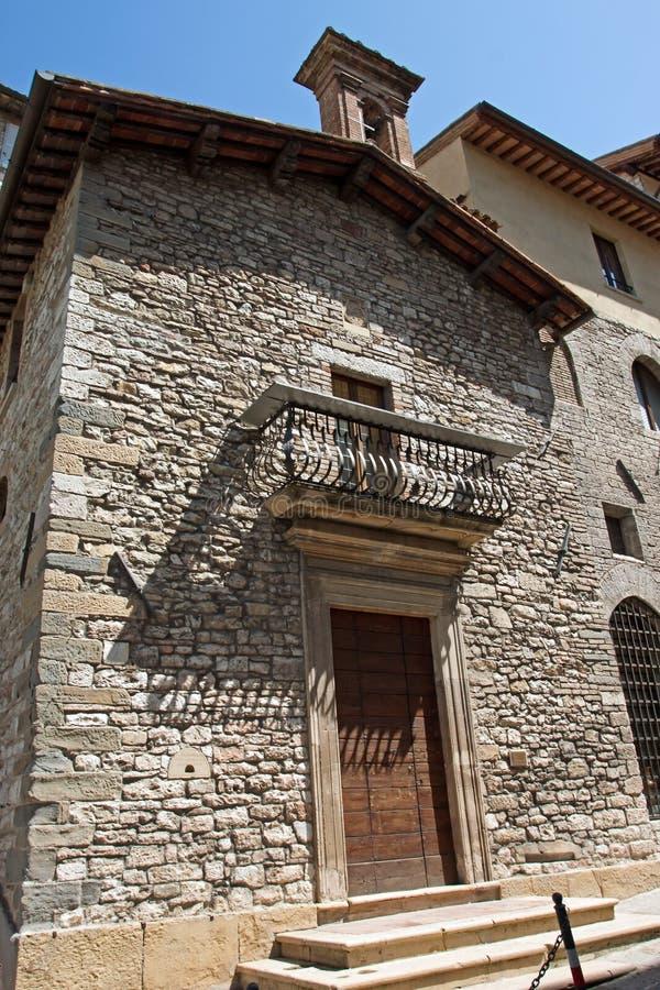 Huis typisch van de historische stad van Gubbio stock afbeeldingen