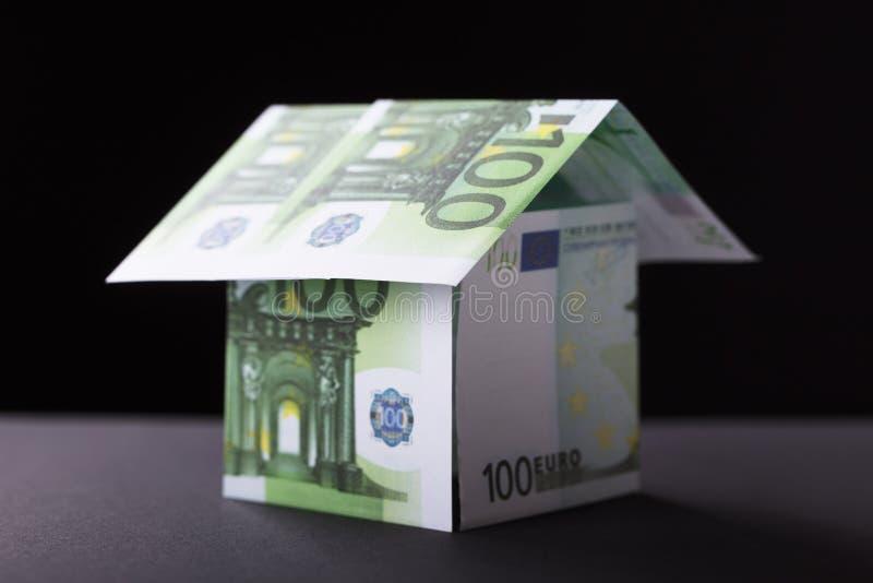 Huis uit Bankbiljet wordt samengesteld dat royalty-vrije stock afbeelding