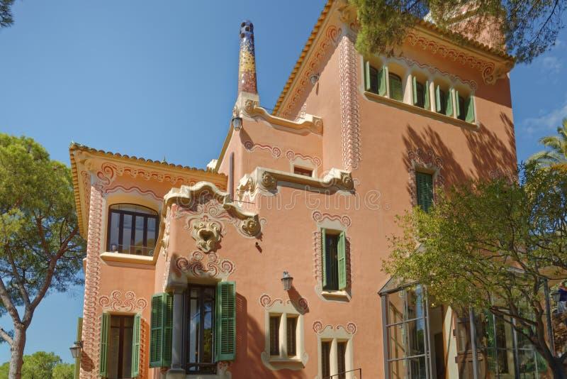 Huis van Antoni Gaudi en museum in Park Guell stock foto